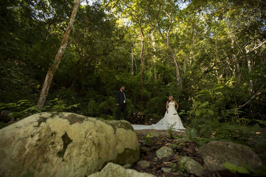 Destination-wedding-photographer-trash-the-dress-puerto-vallarta-boda-destino-fotografo.