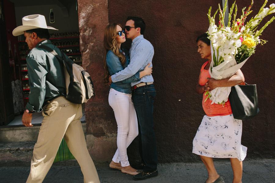 Fotografo-bodas-san-miguel-de-allende-sesion-casual-wedding-phot
