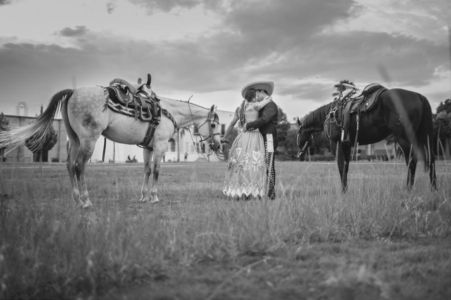 Sesion-casual-fotos-caballos-hacienda-charreria-charro-semental-