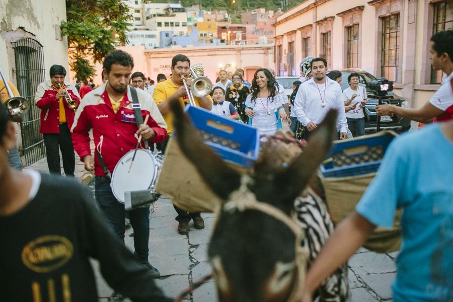 callejoneada-zacatecas-sesion-casual-fotografia-bodas